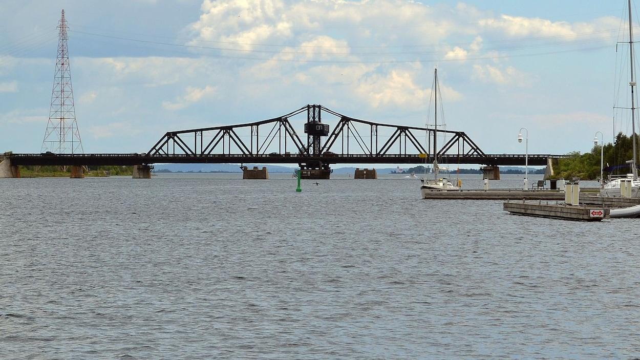 Le pont pivotant de Little Current a célébré ses 104 ans en 2017.