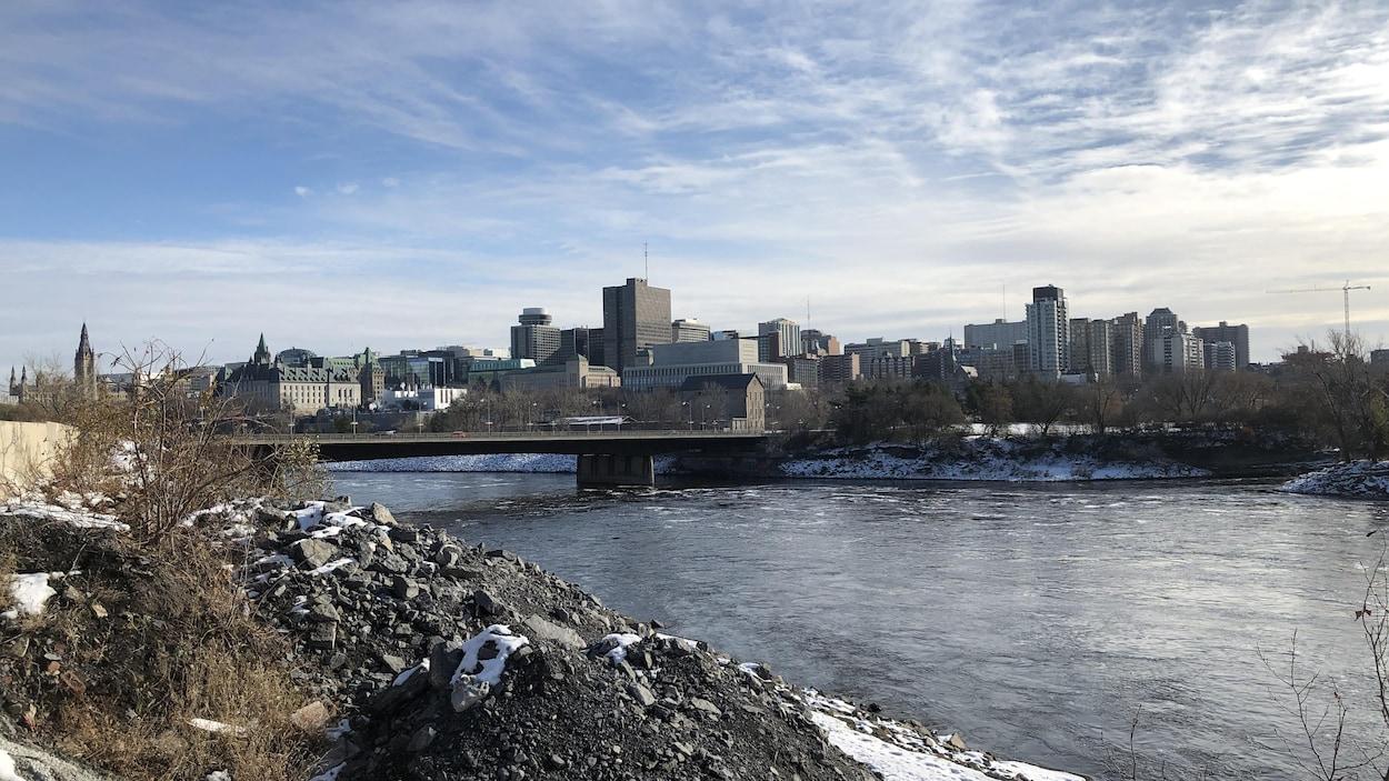 La ville d'Ottawa et le Pont du Portage, vu de Gatineau.