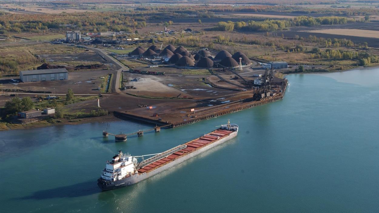 Installations actuelles du port de Montréal à Contrecoeur.