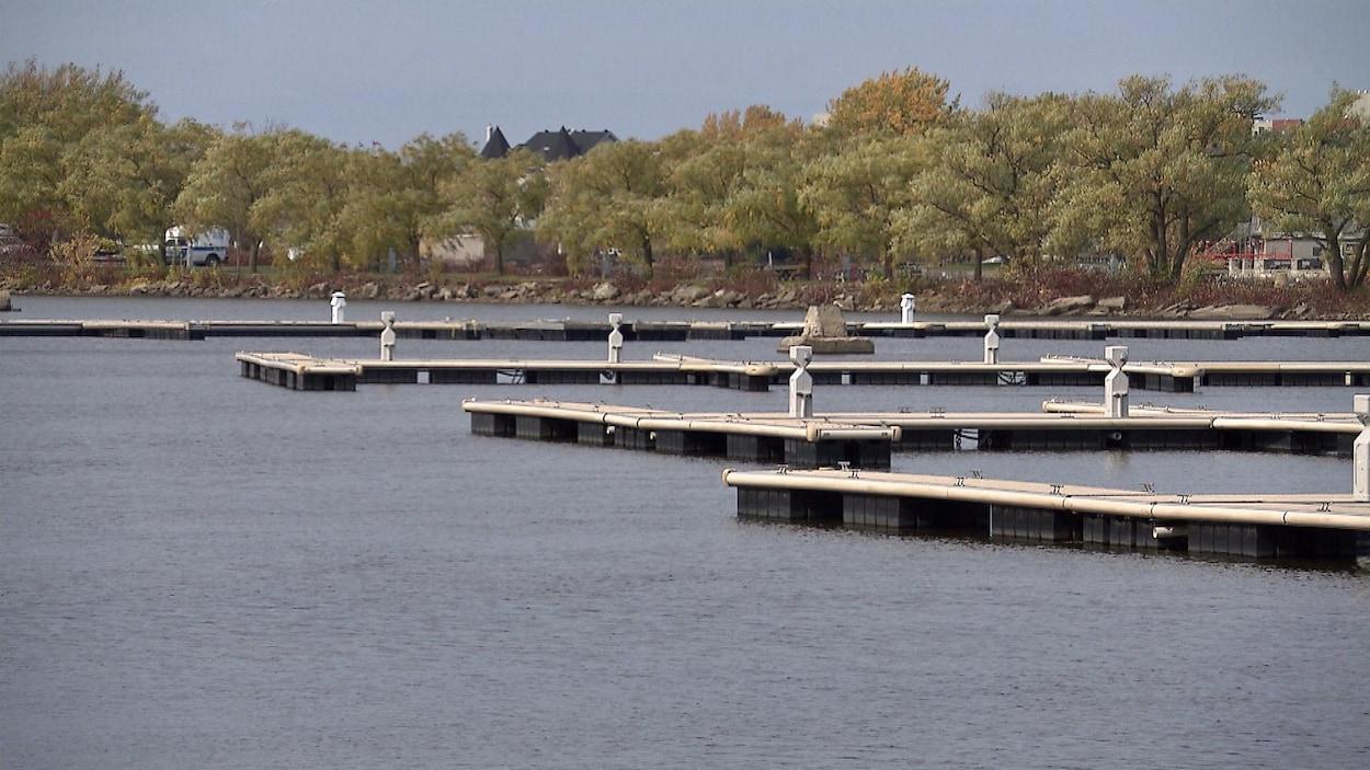 Les quais sont vides.