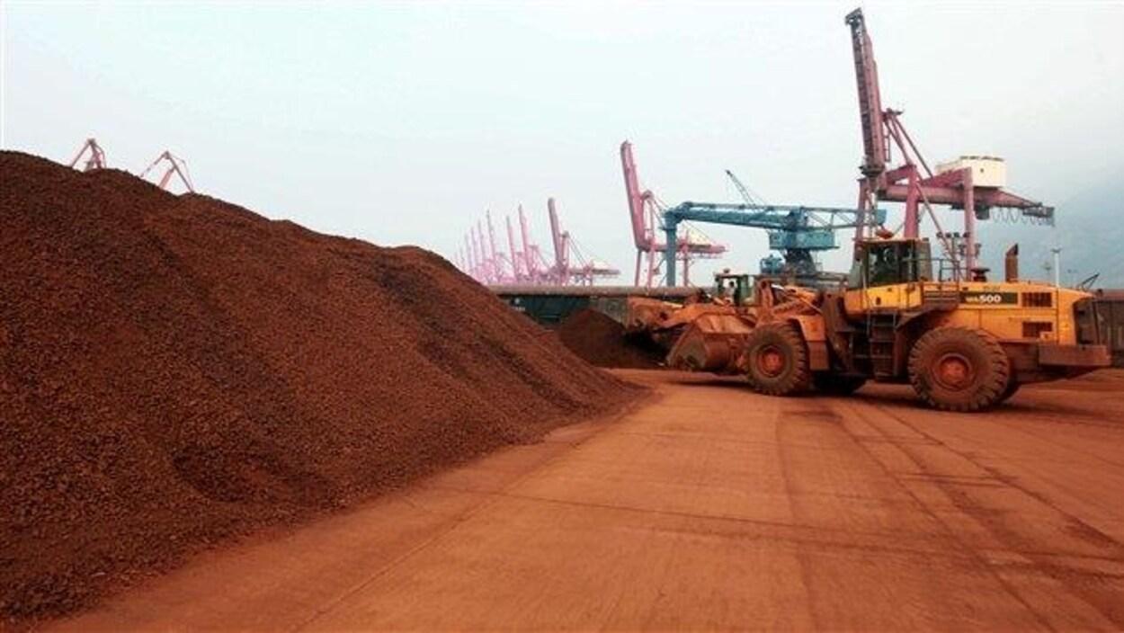 Des terres rares dans un port chinois.