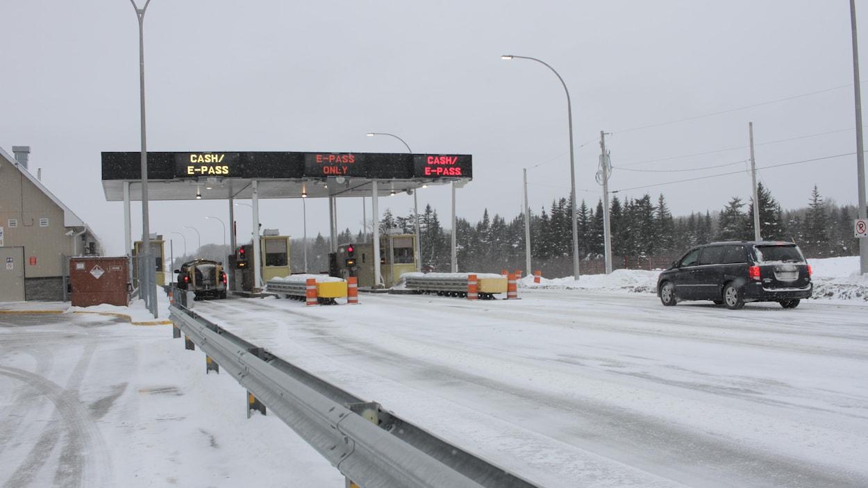 Le poste de péage de Cobequid, sur l'autoroute Transcanadienne entre Moncton et Halifax.