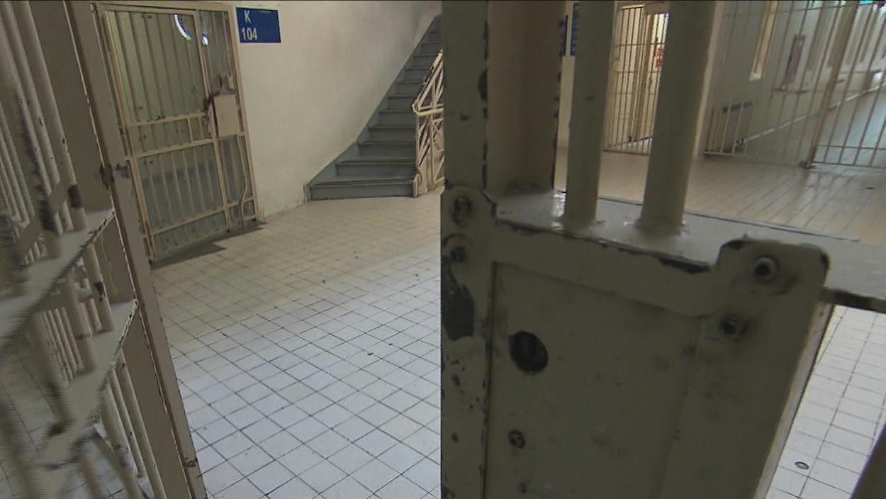 Porte d'une prison