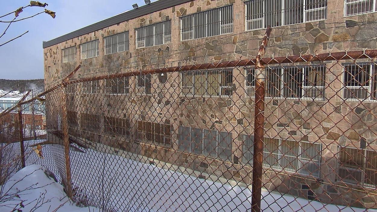 Le centre de détention de Baie-Comeau est situé au 73, avenue Mance.