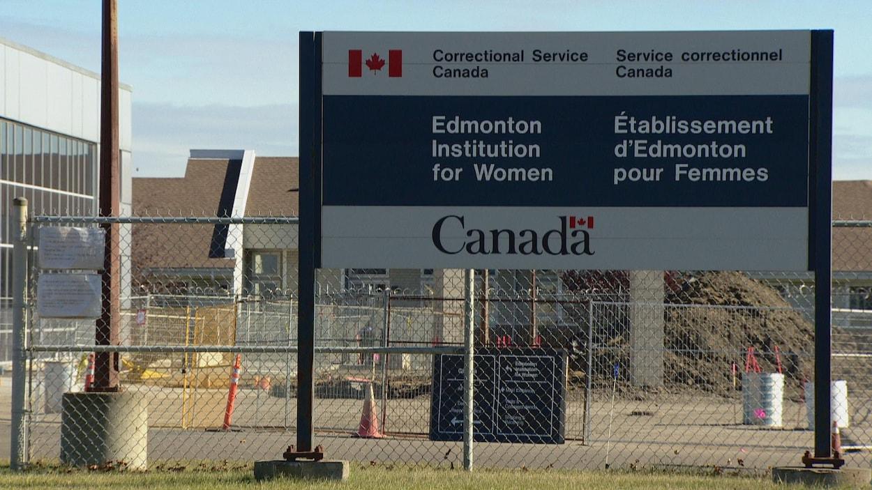 Un panneau annonçant l'emplacement de l'établissement d'Edmonton pour femmes.