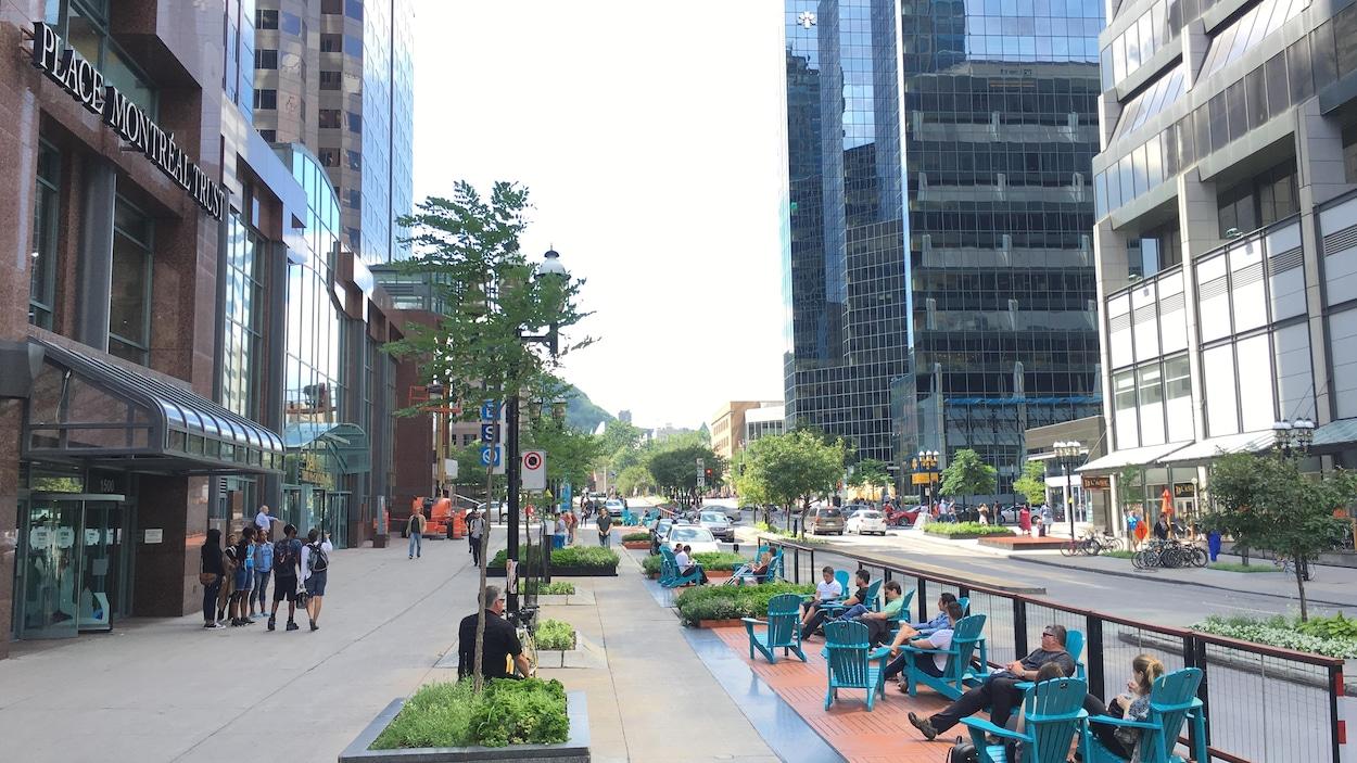 La promenade Fleuve-Montagne dans le secteur de McGill College, dans le centre-ville de Montréal