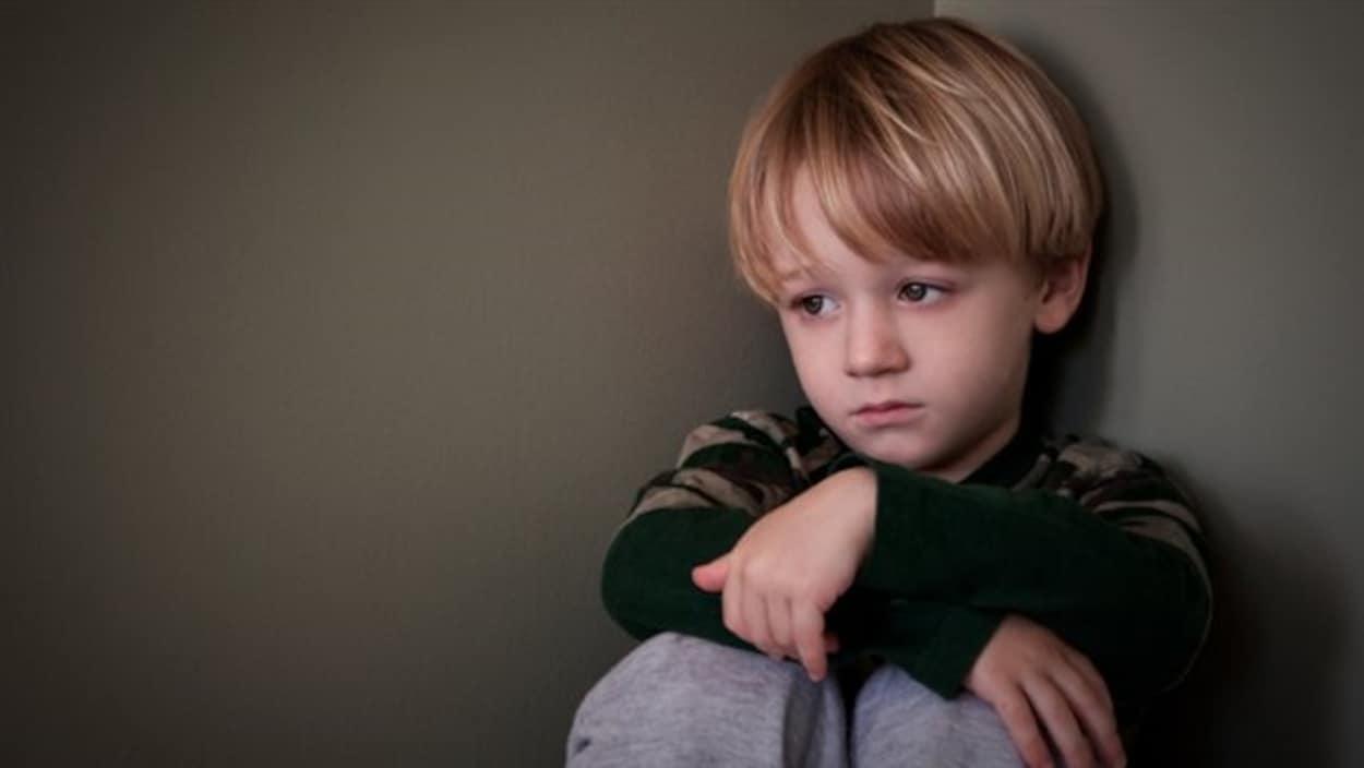 Un enfant en punition.