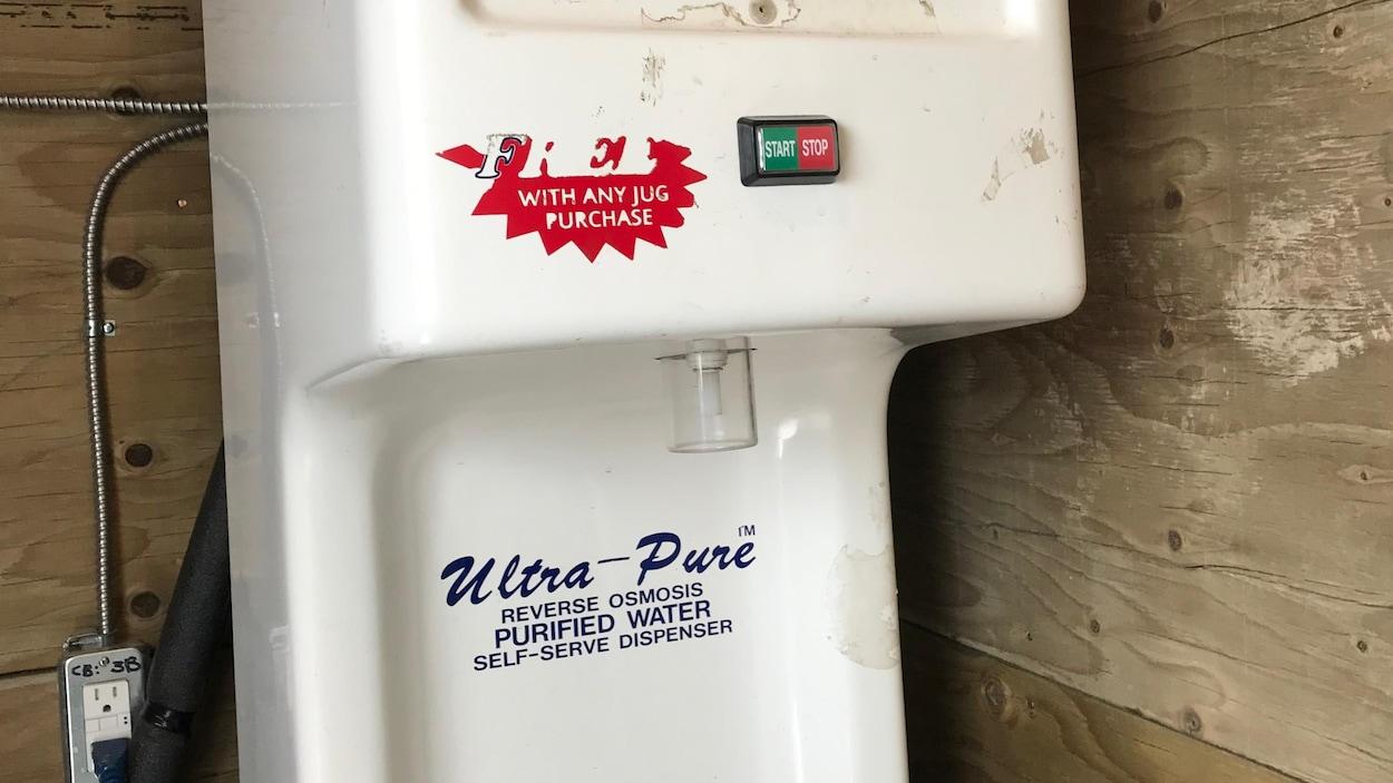 Un purificateur d'eau.