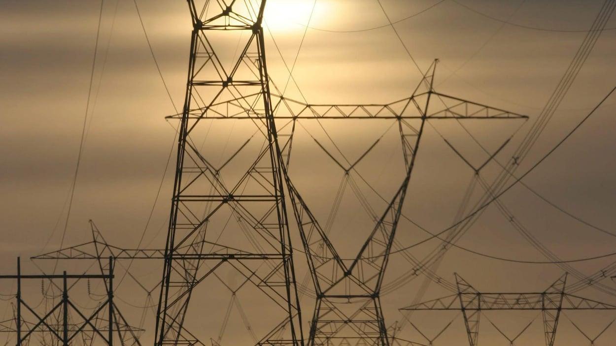 Une photo montre des pylônes d'Hydro-Québec
