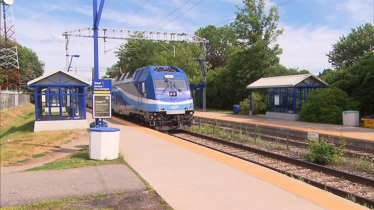 Le train Montréal-Deux Montagnes accuse beaucoup de retards depuis des travaux de construction pour le Réseau express métropolitain, le REM.