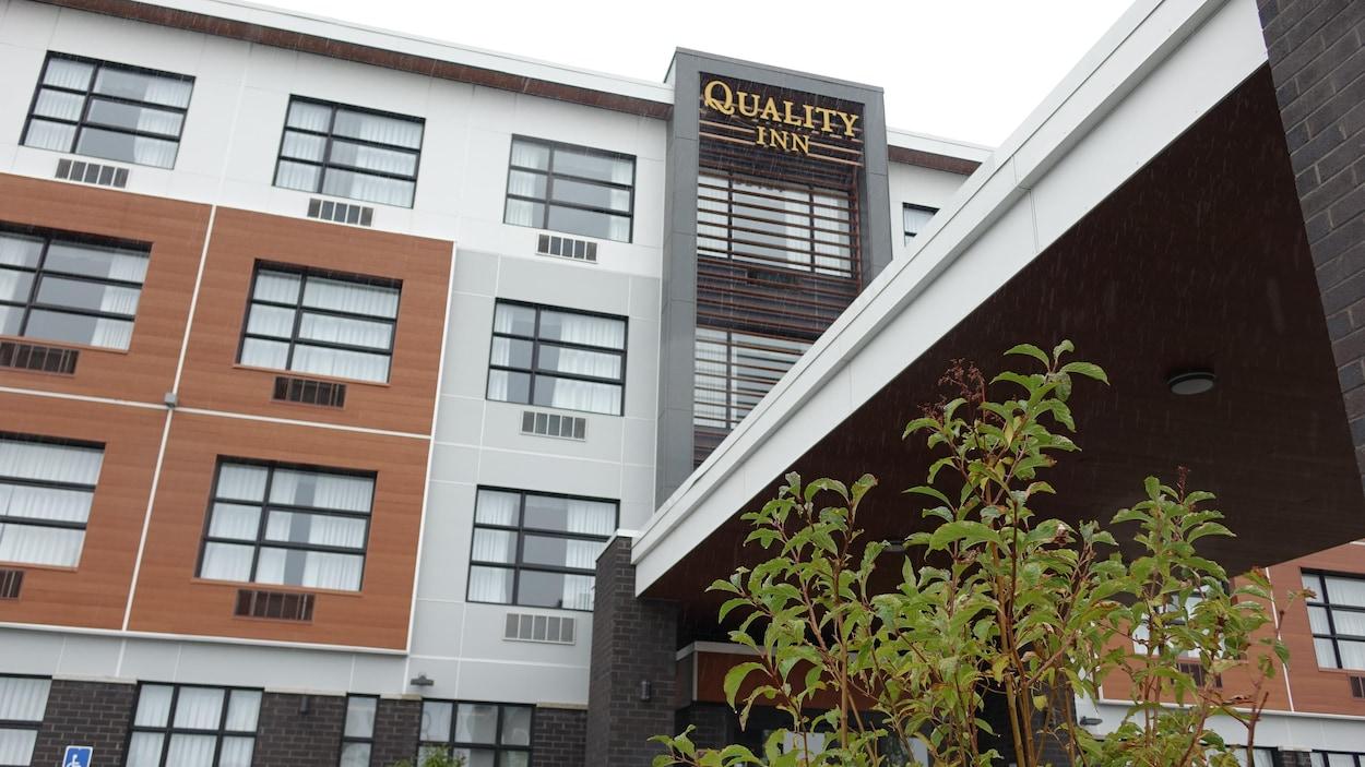 La façade de l'Hôtel Quality Inn.