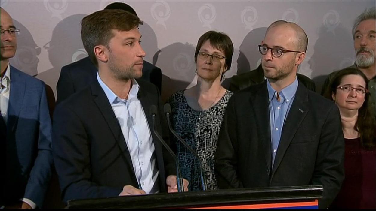 Le co-porte-parole de Québec solidaire, Gabriel Nadeau-Dubois, en compagnie du candidat Sol Zanetti.