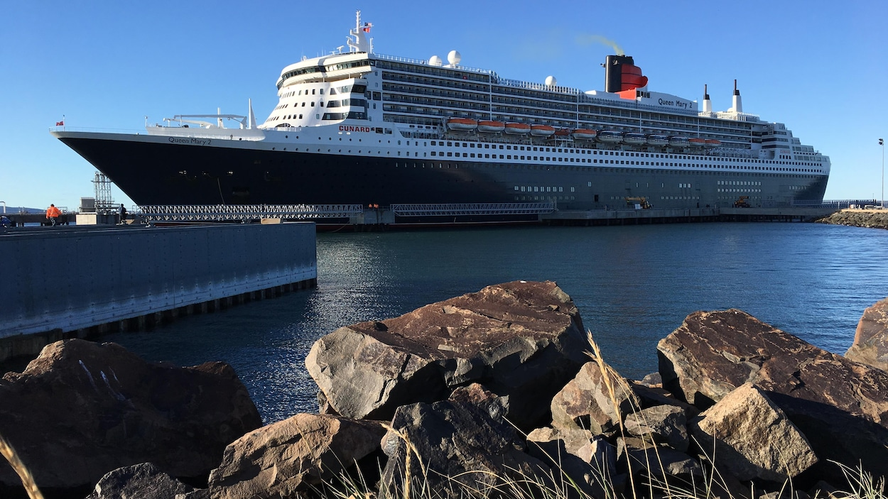 Le queen mary 2 accoste sept les ici radio for Garderobe queen mary 2