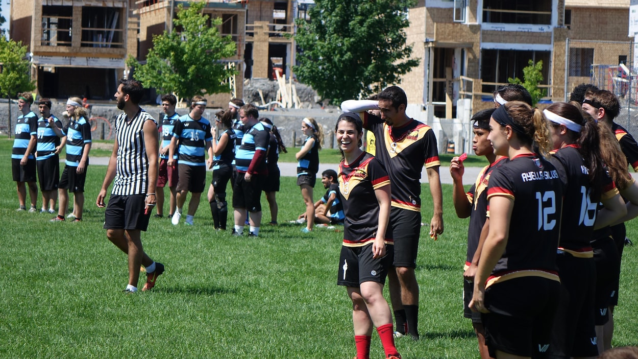 Des joueurs de quidditch dans un parc