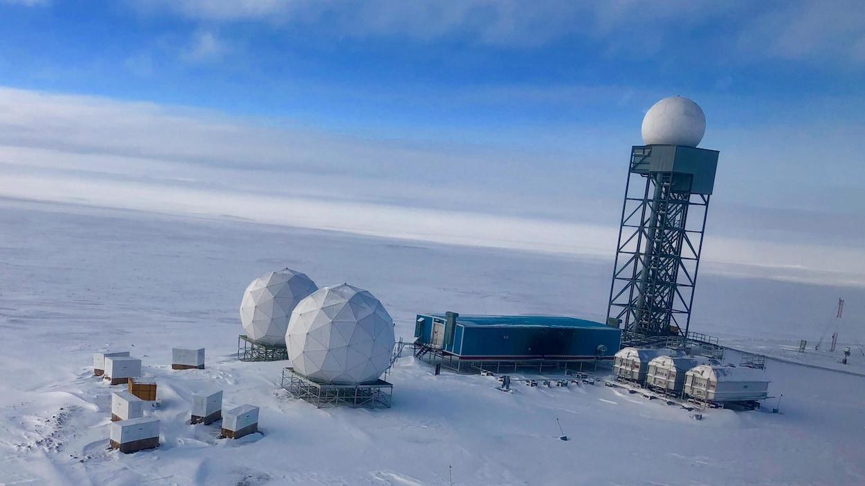 Des radars du Système d'alerte du Nord dans l'Arctique canadien