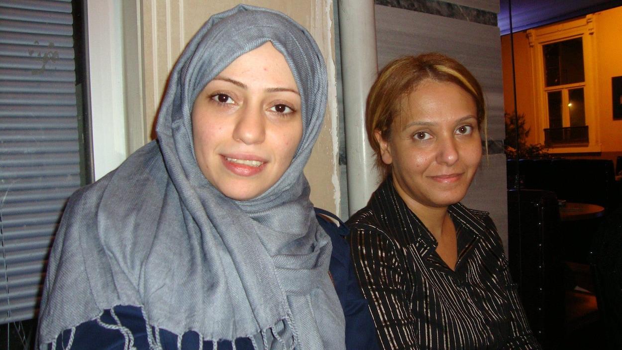 Raja Al-Idrissi, à droite, en compagnie de Samar Badawi, la soeur du blogueur saoudien Raïf Badawi. Samar et son frère sont tous les deux détenus en Arabie saoudite.