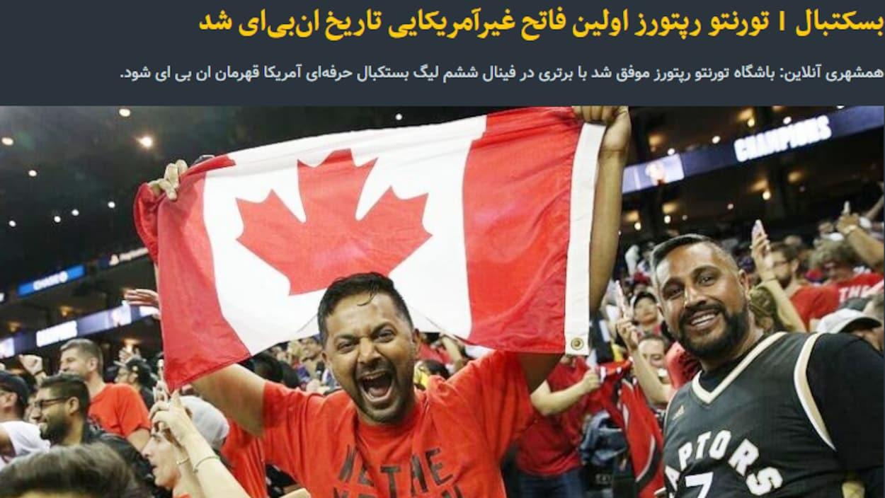 Photo d'un amateur des Raptors qui tient un drapeau du Canada dans les bras.