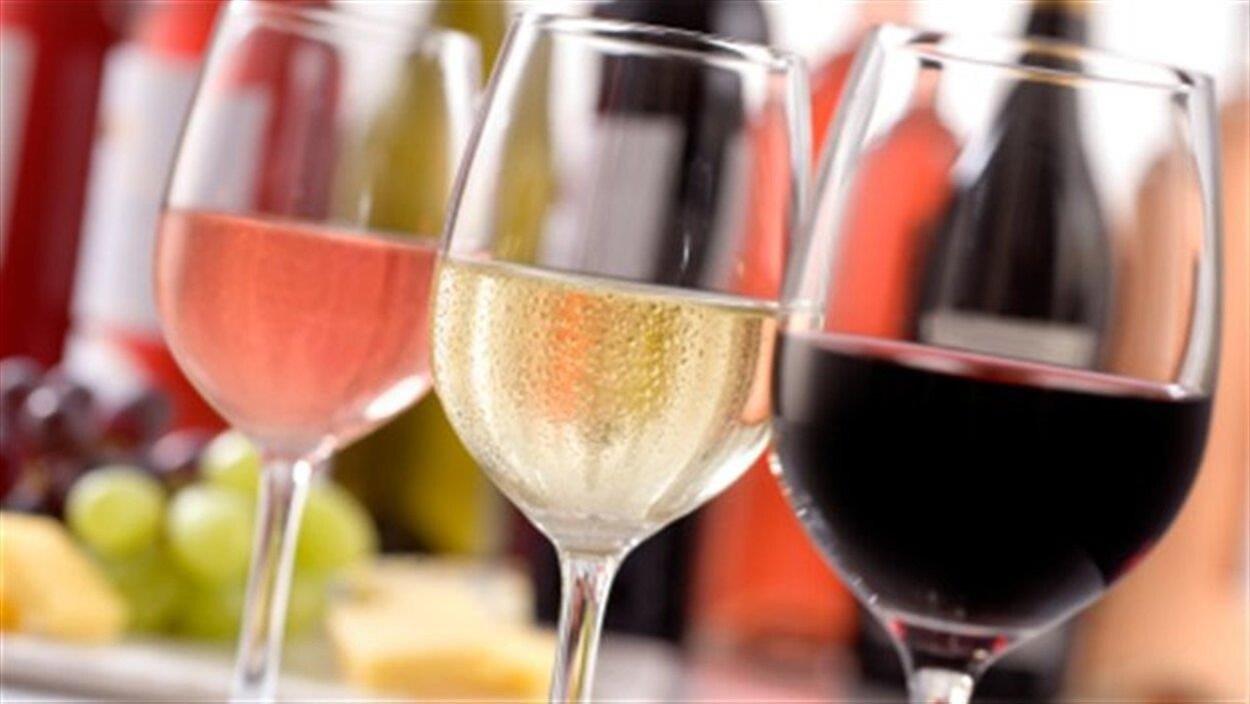 Trois verres de vins.