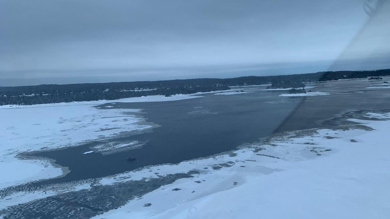 Un lac l'hiver.