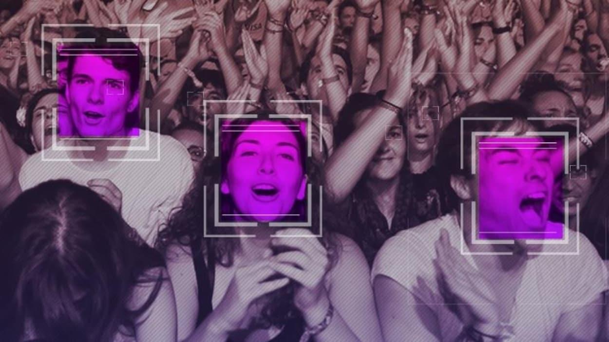 Des personnes dans la foule d'un concert avec des carrés sur leur visage. Simulation d'un système de reconnaissance faciale.