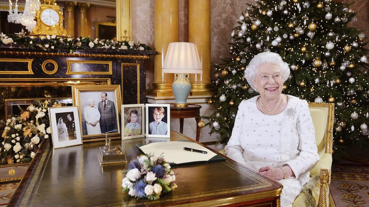 Dans son message de Noël, la reine rend hommage aux victimes d'attentats