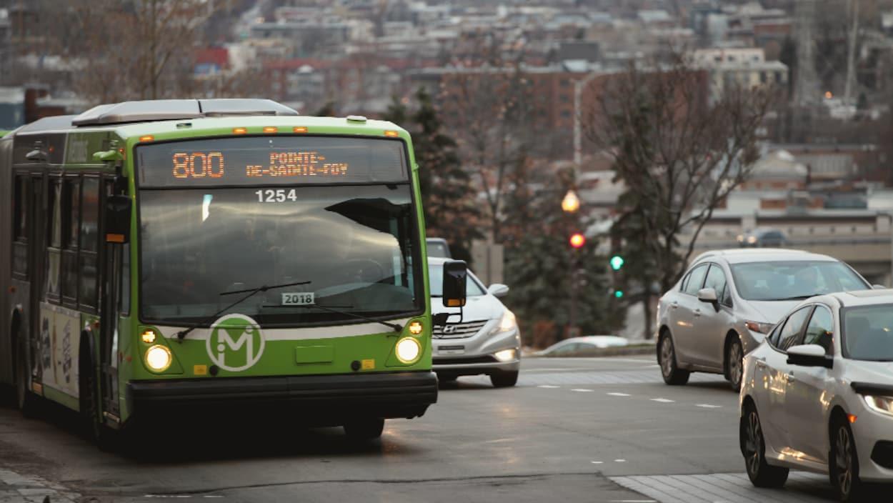Le métrobus 800 du RTC.