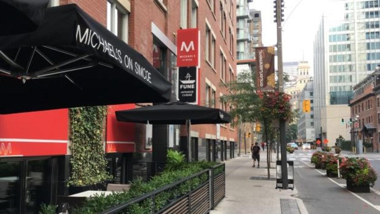 La devanture du restaurant Michael's à Toronto