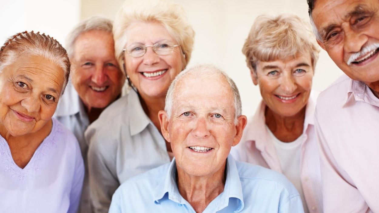 Une groupe de personnes âgées.