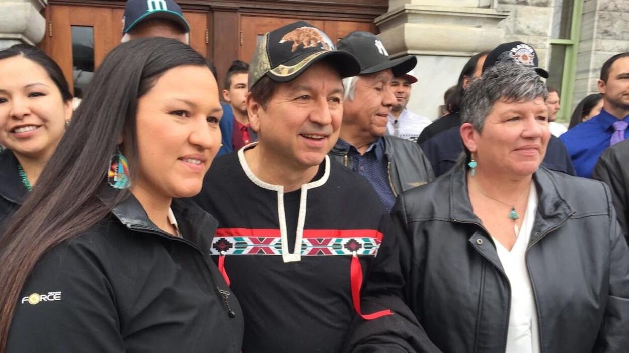 Richard Desautel et des membres de la Première Nation Sinixt.