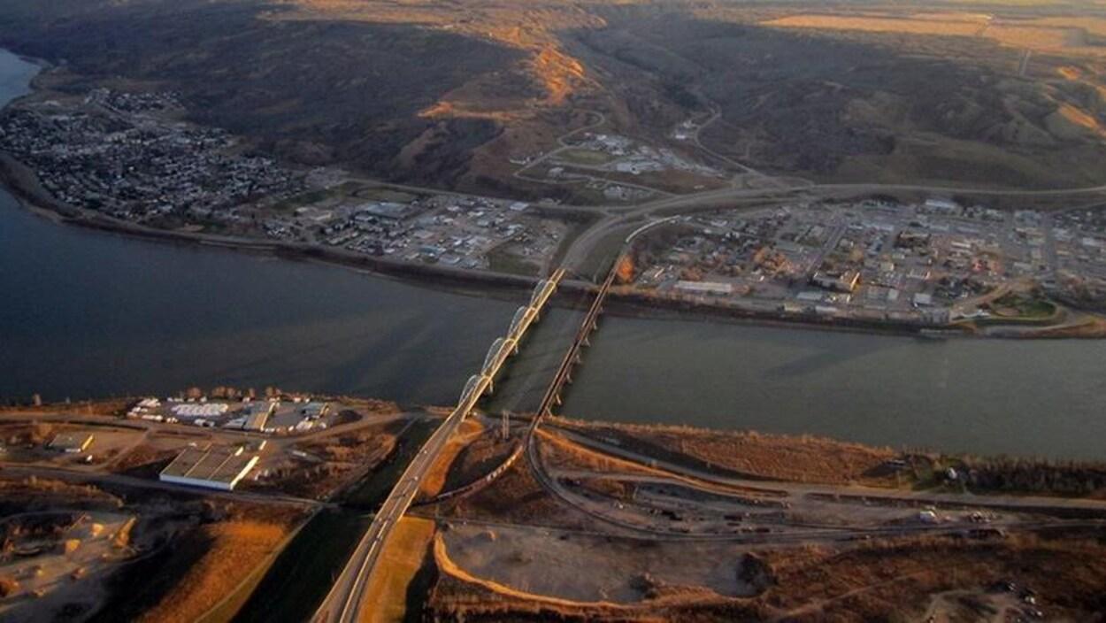 Une vue aérienne de la rivière de la Paix.