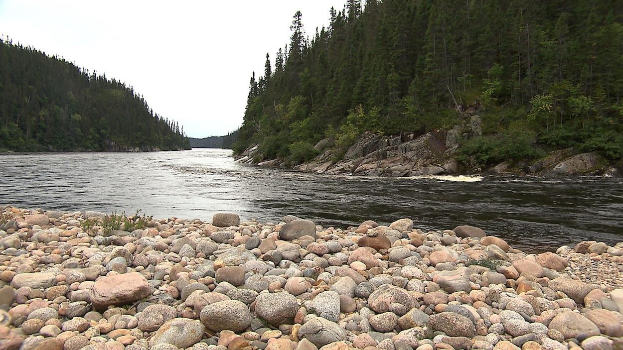 La rivière Moisie est réputée pour ses paysages magnifiques.