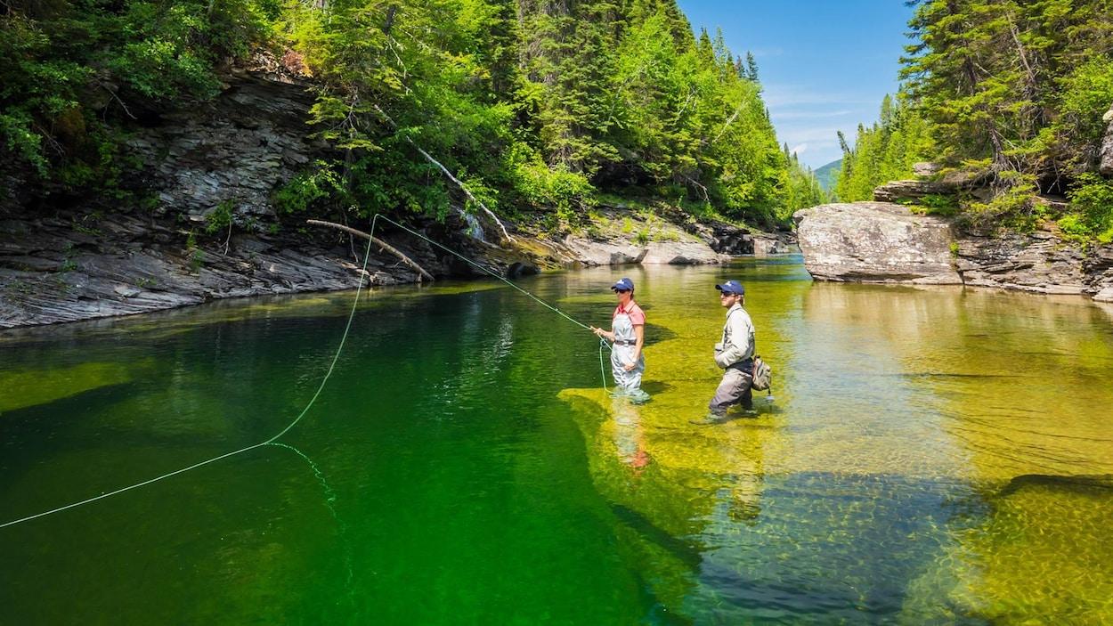 Des pêcheurs dans la rivière York.