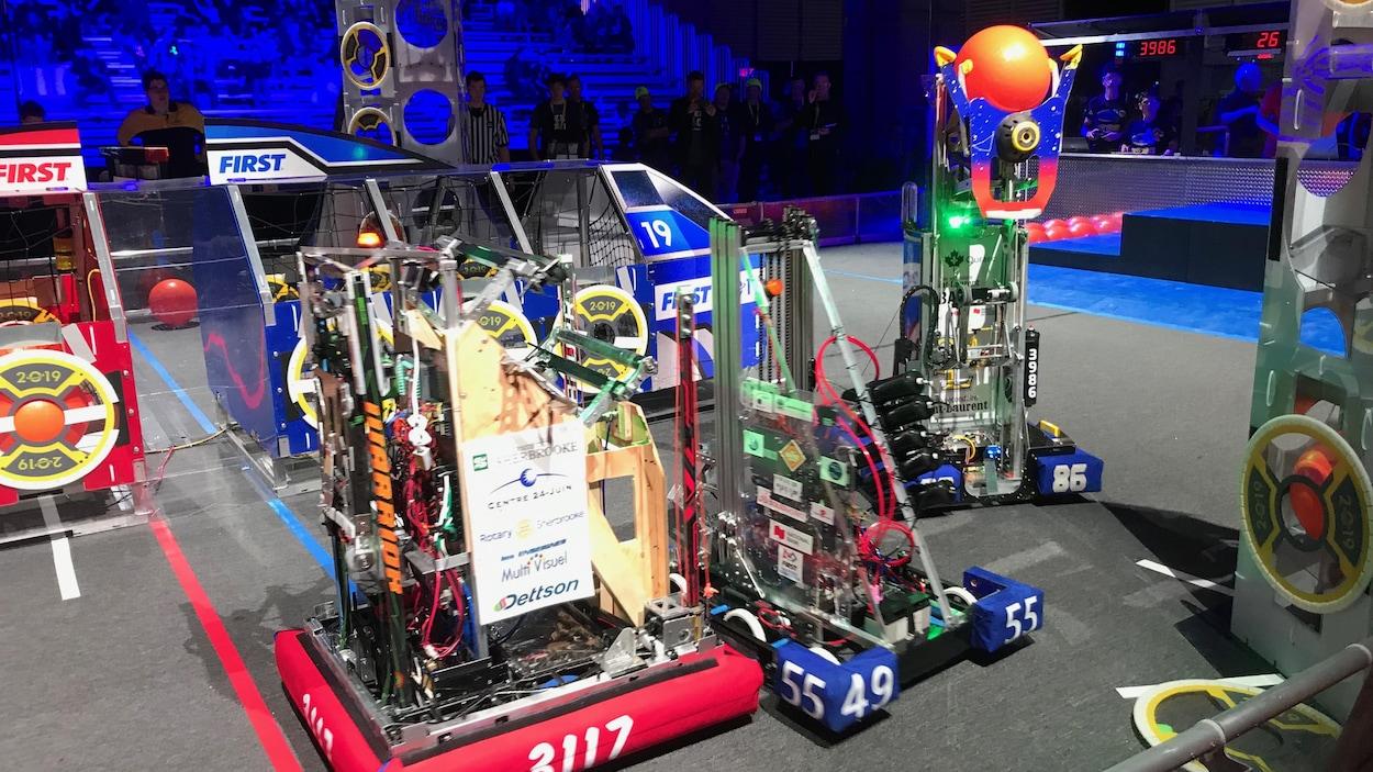 Des robots conçus par les participants au festival de robotique First.