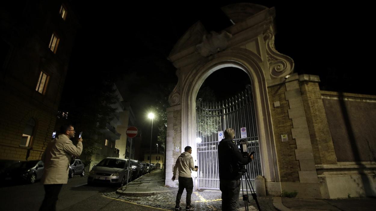 Enquête de la police après la découverte d'ossements au Vatican