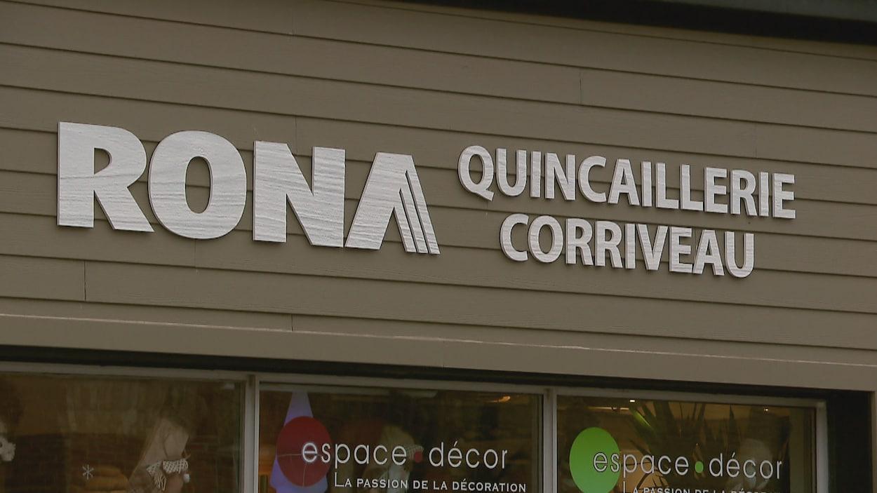 La façade de la quincaillerie Corriveau affiliée à Rona à Québec