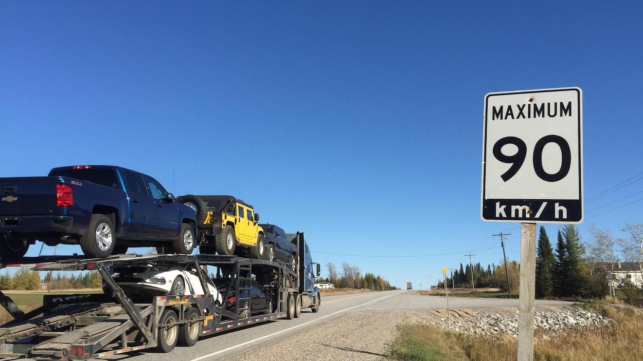 La limite de vitesse est de 90 kilomètres/heure sur la route 11 à deux voies dans le nord de l'Ontario.