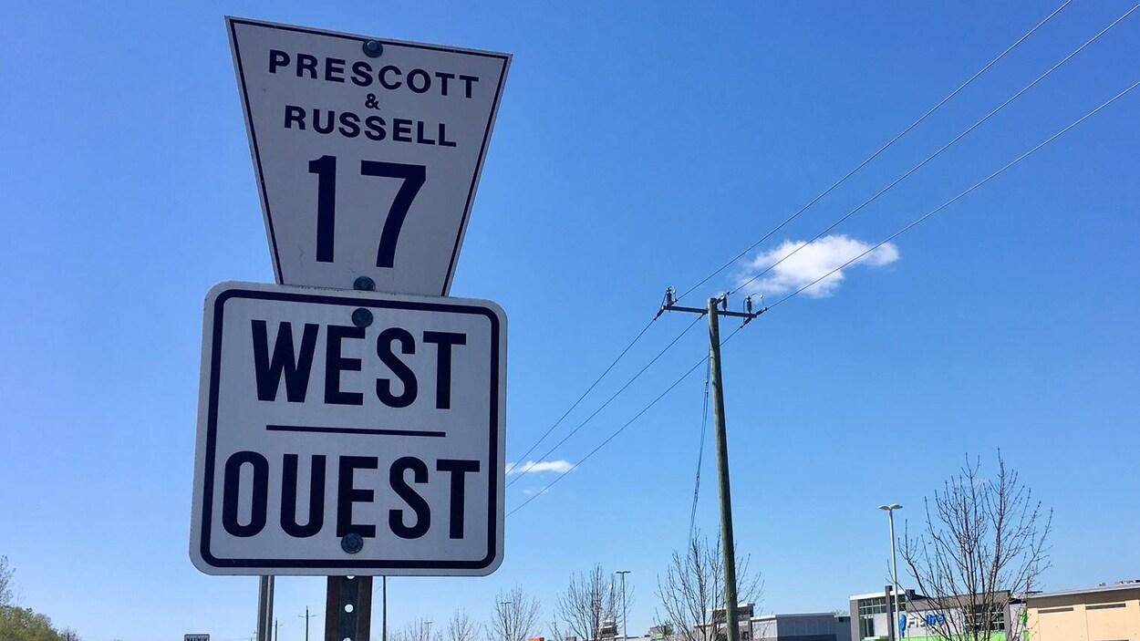 Une pancarte de la route 17.