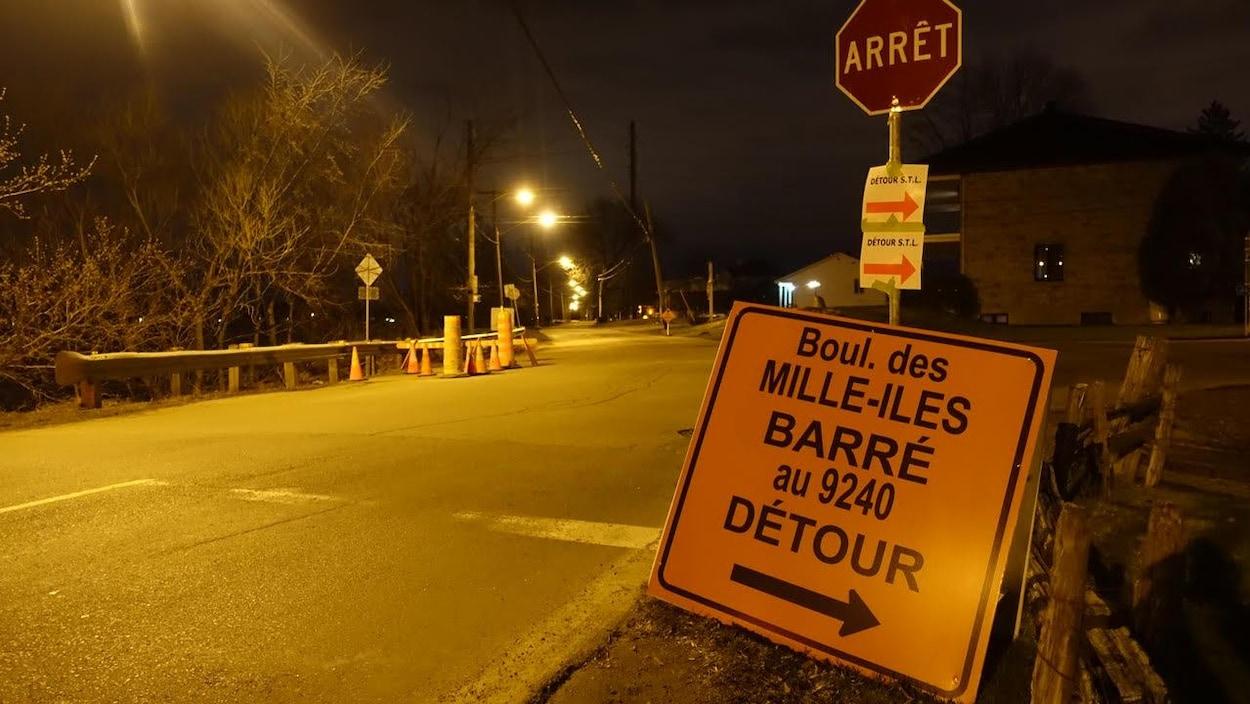Le boulevard des Mille-Îles dans le quartier Saint-François de Laval s'est partiellement effondré.