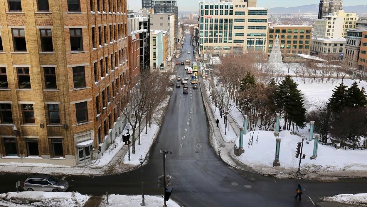 Le calme avant la tempête. La rue de la Couronne le 12 février 2019 au matin, vue de la Haute-Ville.