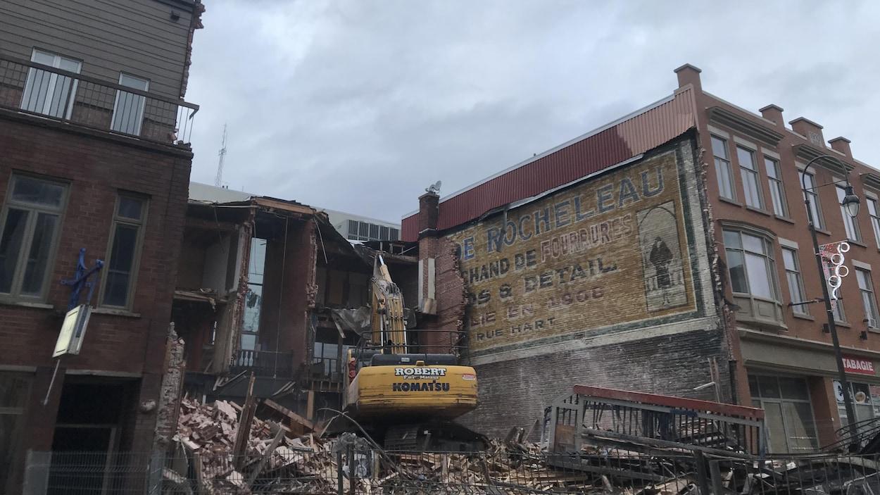 Les débris d'un bâtiment détruit.
