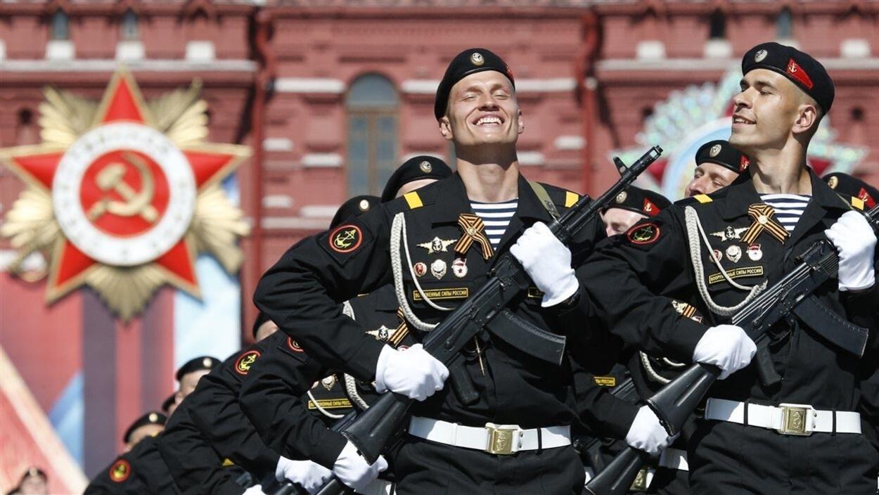 Grand défilé militaire sur la place Rouge, à Moscou.
