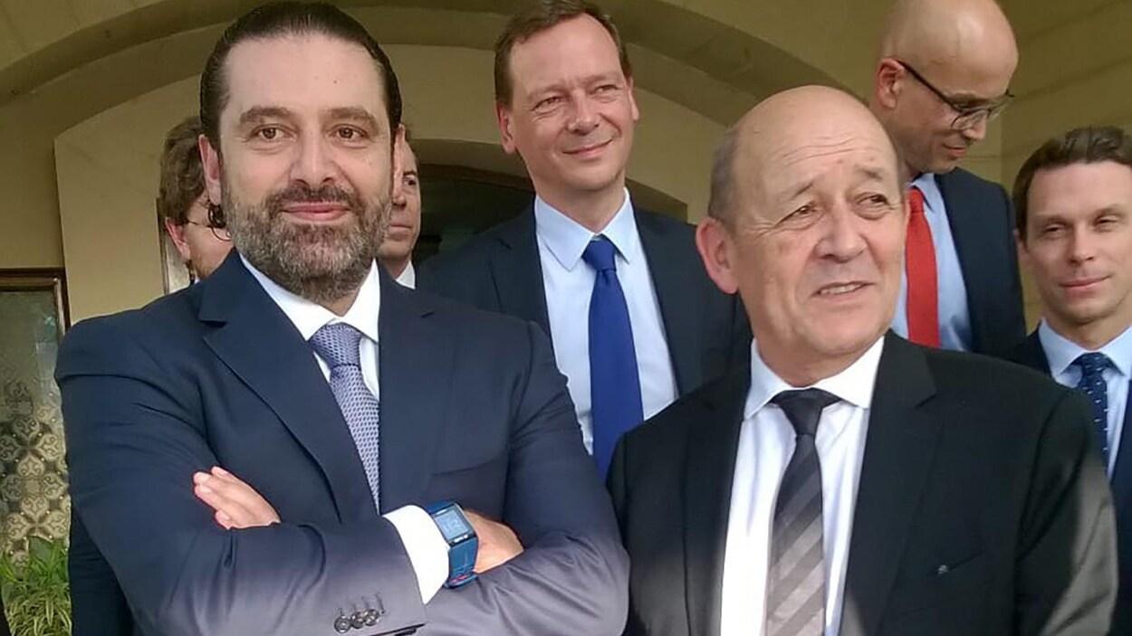 Saad Hariri et Jean-Yves Le Drian, debouts, côte à côte.