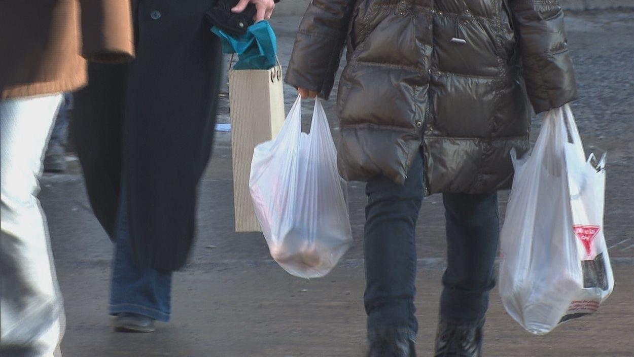 Des sacs de plastiques