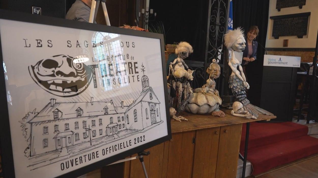 Une affiche de la troupe de théâtre Les Sages fous.
