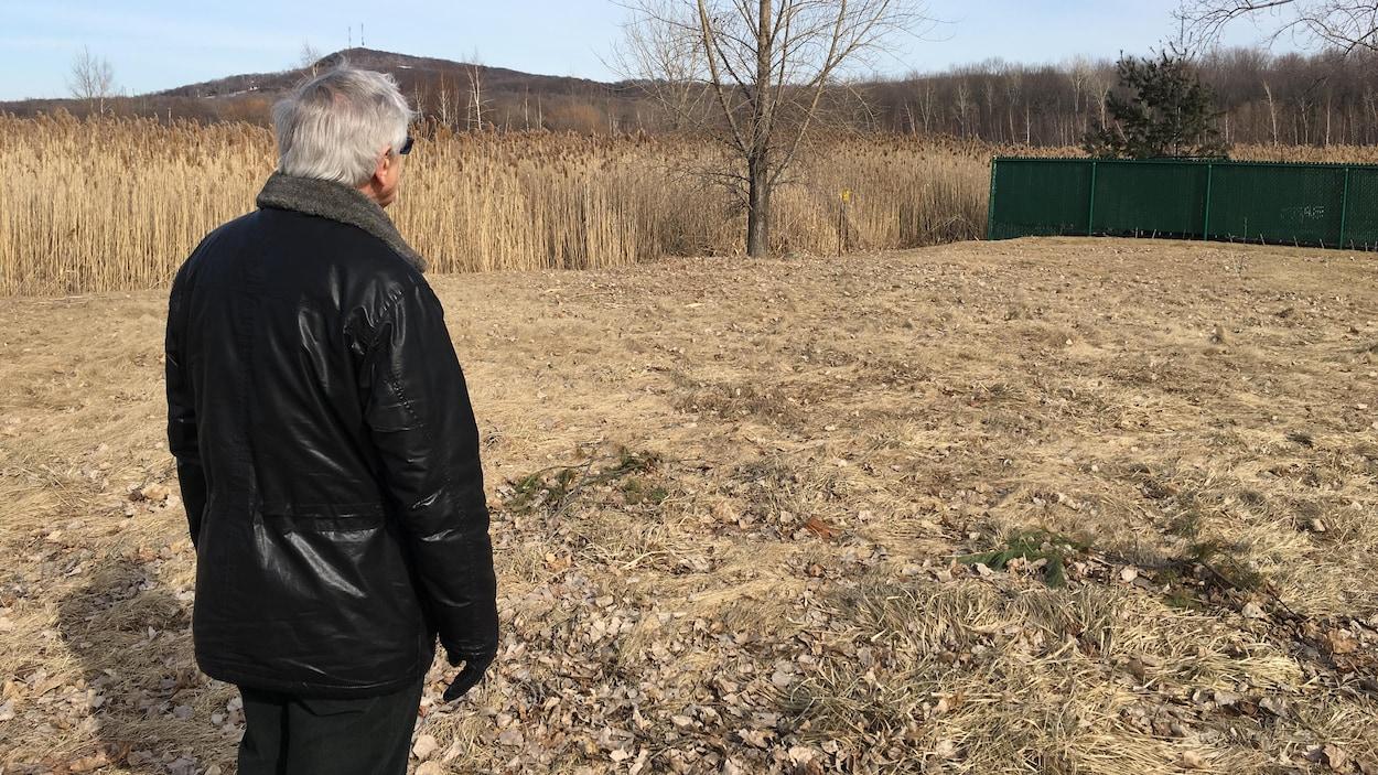 Le terrain sur lequel un promoteur veut construire un centre thermal à Saint-Bruno.