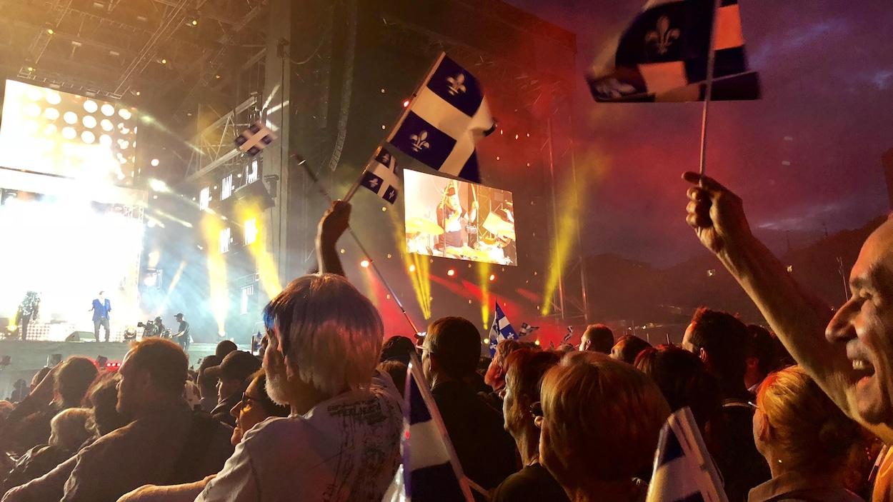 Des milliers de personnes célèbrent la fête nationale sur les plaines d'Abraham.
