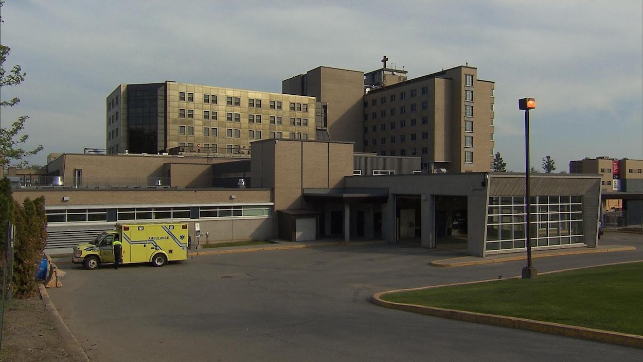 Vue panoramique de l'hôpital.