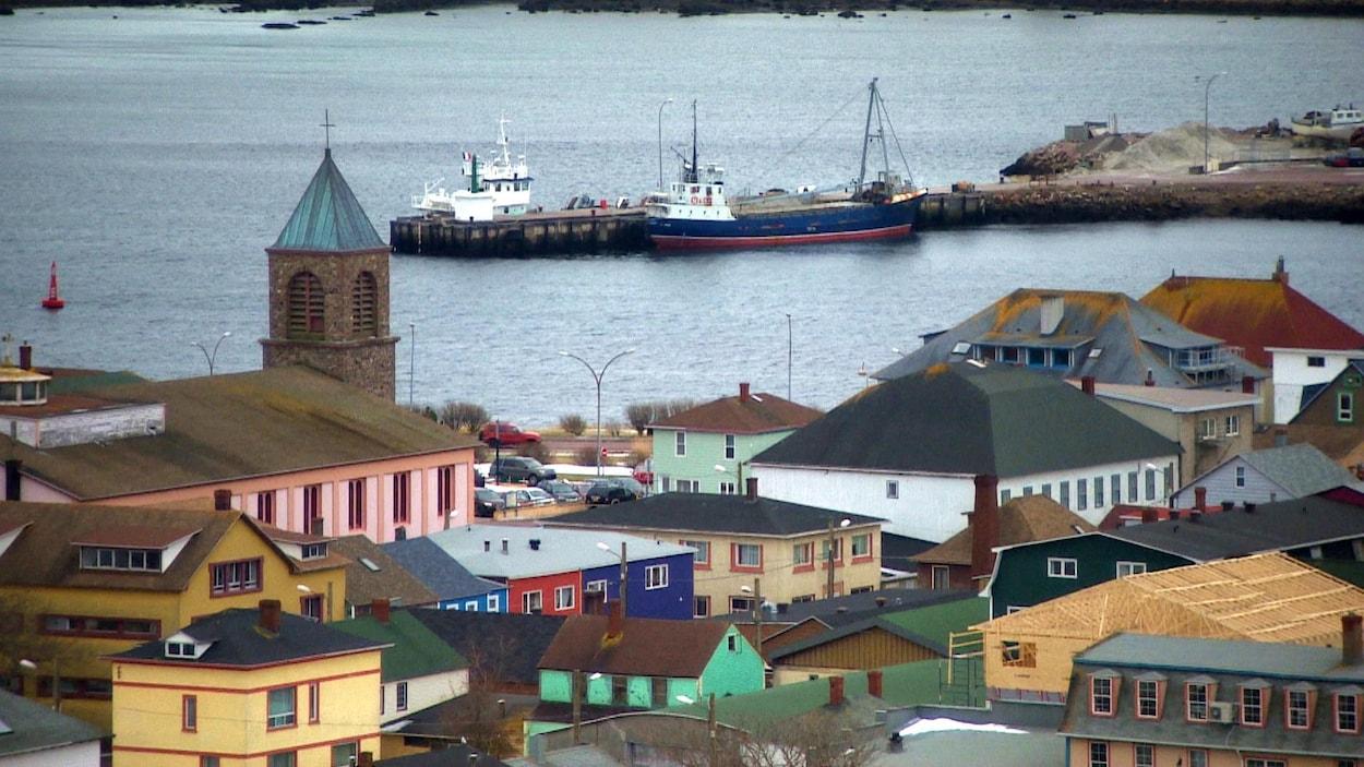 La ville et le port de Saint-Pierre.