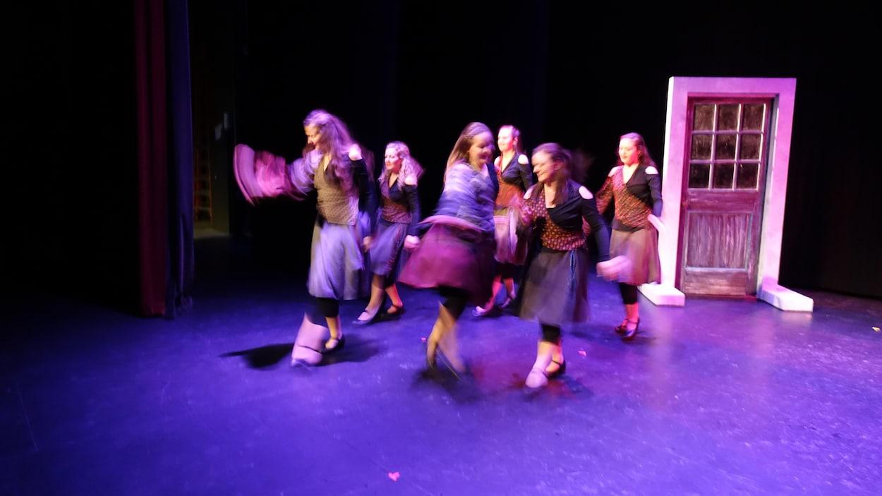La troupe Zéphyr en pleine répétition du spectacle SaiZons.
