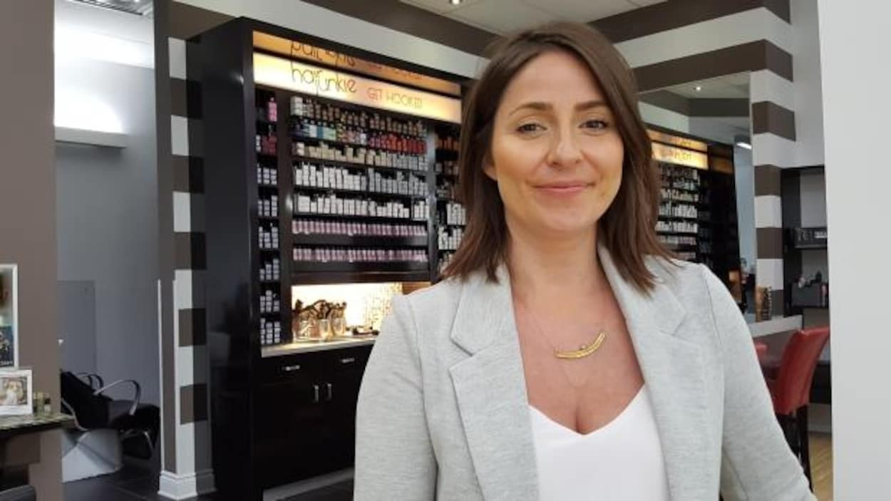 Un salon de coiffure à Ottawa propose une tarification non ...